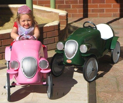 Noël 2011:  Les voitures à pédales